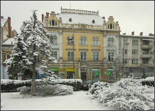 Photo: Cluj-Napoca - Piata Mihai Viteazul, Nr.6 -  singura cladire pe care se mai poate vedea vechea stema a orasului din epoca medievala 1377 , poarta de cetate cu trei turnuri, info de pe panoramio - 2018.01.22