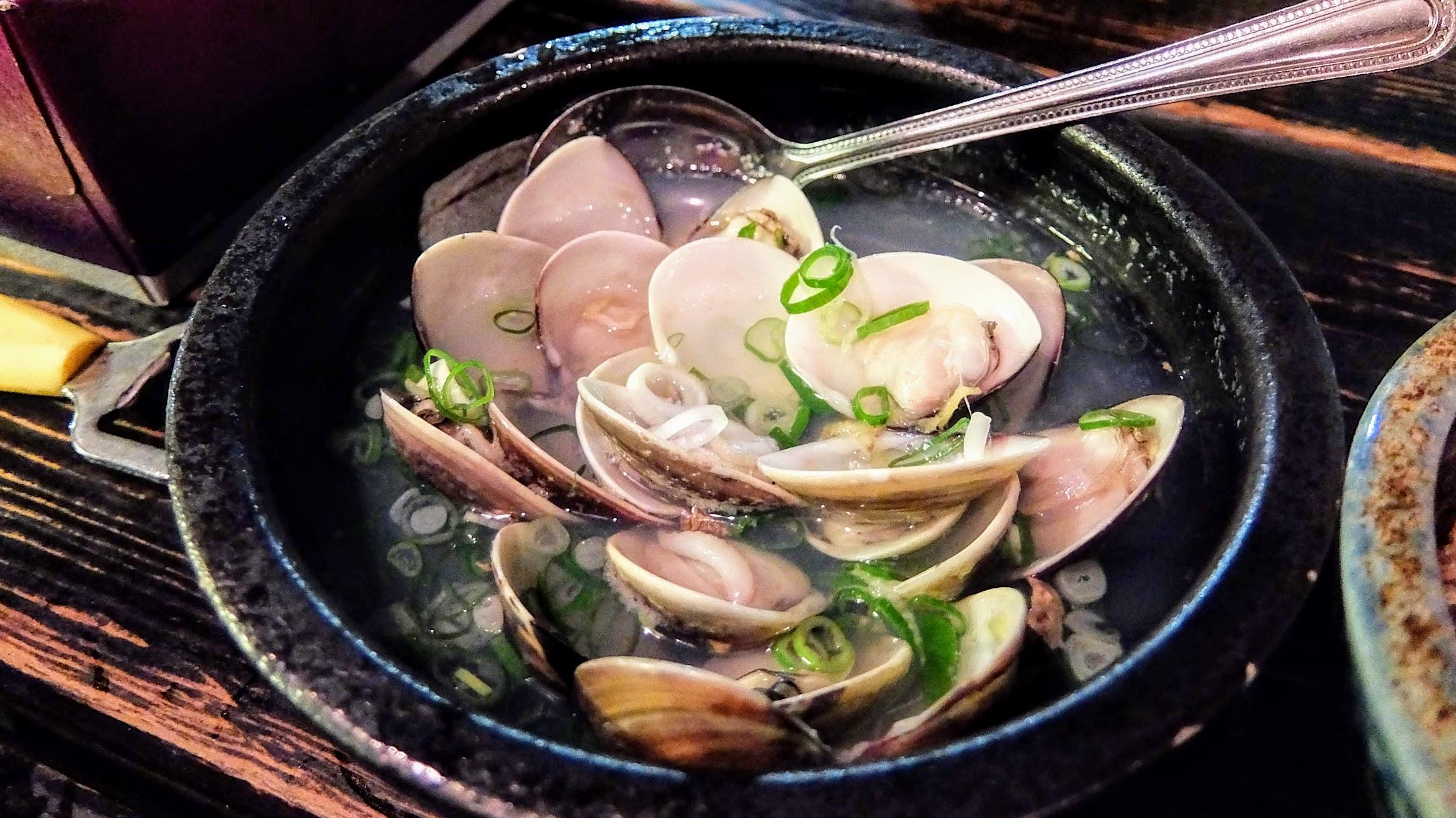 酒蒸蛤蠣,蛤蠣給得很多,湯頭清甜