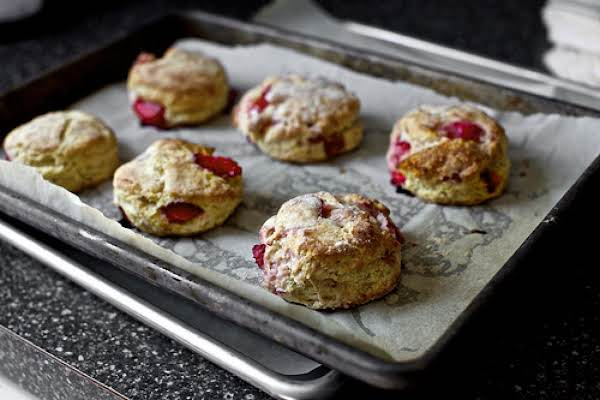 Strawberries And Cream Biscuits