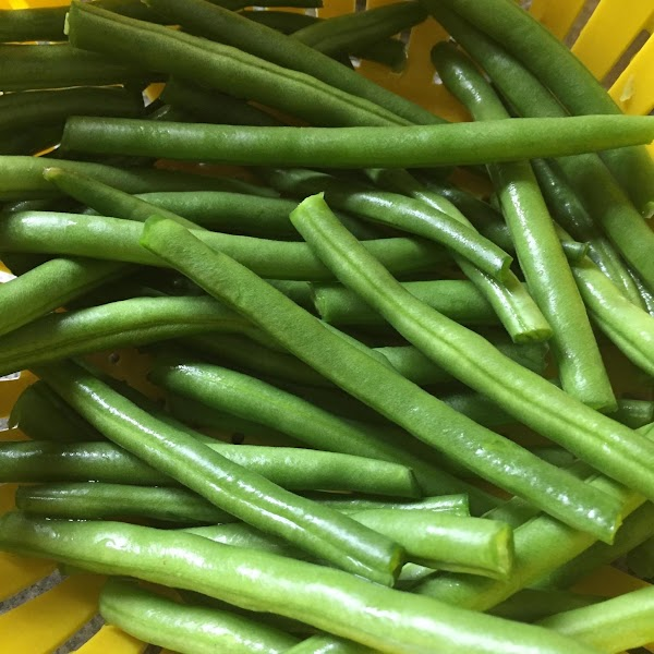 Trim ends and rinse green beans.