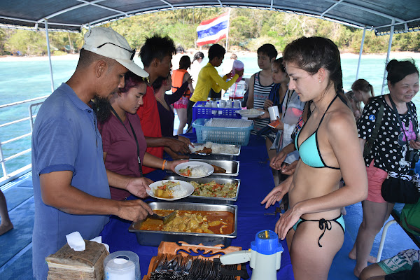 Enjoy Thai lunch aboard the tour boat