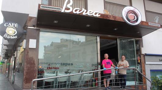 Los bares de Almería ultiman su trabajo para abrir sus terrazas el próximo lunes