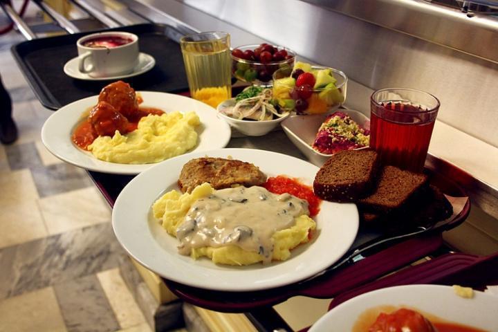 В столовых Татарстана 5% блюд не прошли проверку