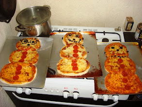 Photo: The kids made their own pizzas this night. Can you tell which one is Drew's?