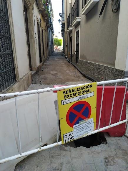 Calle Conde Xiquena cortada por las obras que hay en la Plaza Careaga