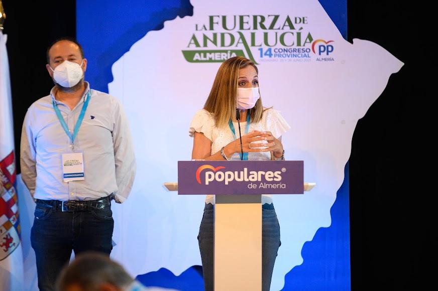 Maribel Sánchez, delegada del gobierno andaluz en Almería, junto a Ramón Herrera.