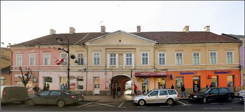 "Photo: Piata Republicii, Nr.8 - 2016.02.02 inscriptie din anul 2011  ""Veche locuinta nobiliara cu parter si etaj - fost Palat Miko - cladire impozanta, frumos proportionata, in anul 1868 avea 25 de camere si restaurant. A gazduit si Judecatoria Comitatului Turda in repetate randuri, iar in 1891 Posta Regala ocupa aici 10 camere"".  http://ana-maria-catalina.blogspot.ro/2015/04/turda-piata-republicii-nr8.html"