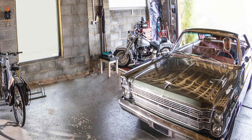 A car is seen pulling up in the garage