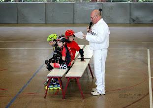 """Photo: Marc, le juge arbitre avec les patineurs de la """"chambre d'appel""""."""