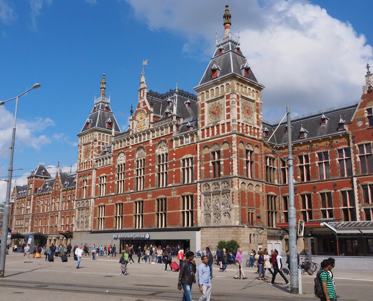 Amsterdam Centraal Station.  Photo: Simone Richter/Flickr (Published under Creative Commons Attribution 2.0 Generic license).