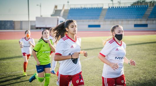 El equipo femenino de MAAVi FC gana el Premio Iberdrola SuperA Social