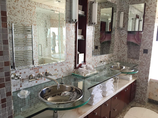 Celebrity-Infinity-Bathroom-in-Penthouse-Suite.jpg - A Penthouse Suite bathroom on Celebrity Infinity.