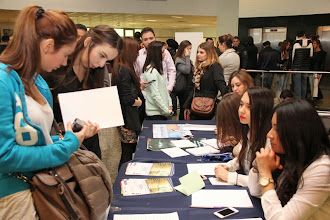 Photo: Etkinlik süresince Yeditepe Üniversitesi öğrencileri gelen katılımcılara Üniversite ile ilgili çalışmalar hakkında bilgiler verdi. www.gelecekgunu.org