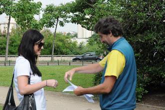 Photo: Je středa ráno 27. června 2012. Nacházíme se pod Eiffelovou věží, kde došlo na zhodnocení školního roku 2011/2012 a předání vysvědčení za tento školní rok. Hezké léto, Gabko.