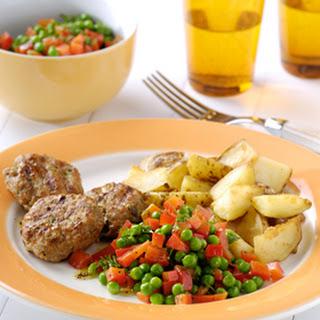 Kalfsburgers Met Dille En Augurkjes En Gebakken Aardappelen