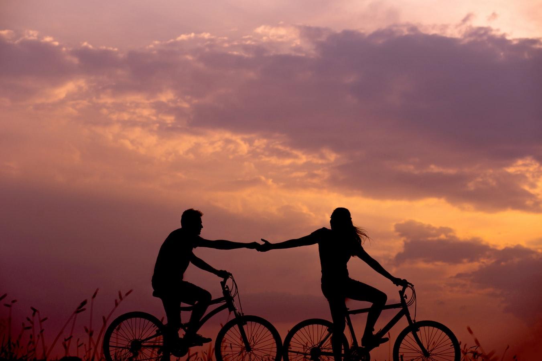 幫助身障人士前先詢問,腳踏車剪影