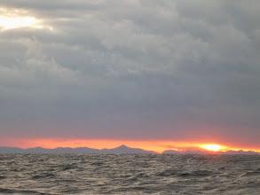Photo: 予報より波がありますが、最近、真鯛よく釣れているので、少々の波も!