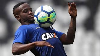 Jonatan, lateral izquierdo brasileño.