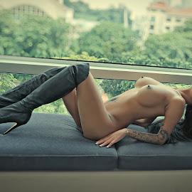 Serliana by Crispin Lee - Nudes & Boudoir Artistic Nude