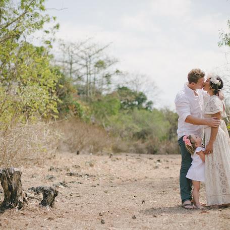 Wedding photographer Flendy Arie (arie). Photo of 25.03.2015