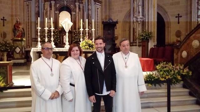 David Bisbal con hermanos del Prendimiento.