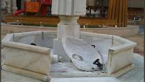 Fuente de Plaza de San Pedro totalmente rota