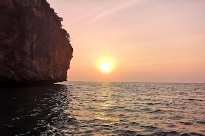 Phi Phi Don & Phi Phi Leh Sunset Trip by Arisa Speed Boat