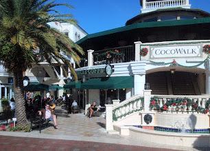 Photo: Cocowalk Coconut Groven alueella