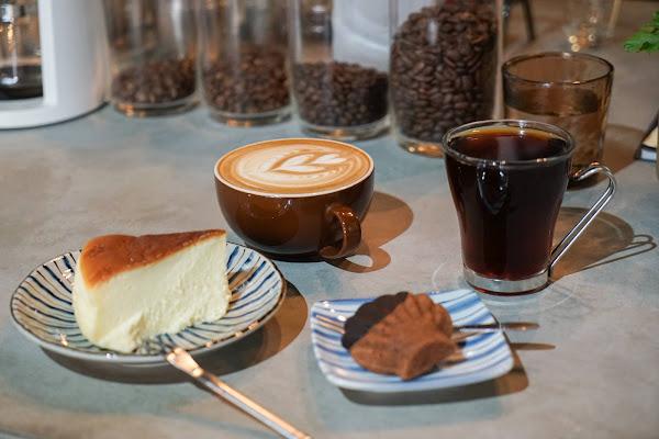 摩露啡molufi Cafe|員林隱藏版咖啡館,在植物園裡喝咖啡,特色烘焙點心,隱密又放鬆的秘密基地。