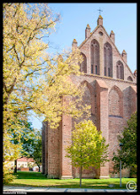 Photo: Im Jahre 1231 genehmigte Rügenfürst Witzlaw I. dem Zisterzienserorden den Bau eines Klosters. Die Kirche Franzburg im Landkreis Nordvorpommern ist im 16. Jhdt. nach dem Vorbild der Schlosskirche Stettin unter Einbeziehung der alten Klostermauern, errichtet.