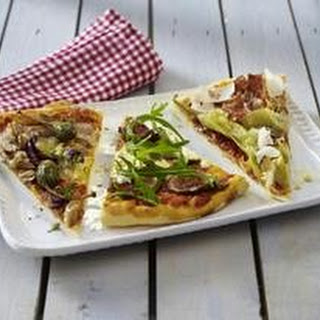 Dreierlei belegte Pizza