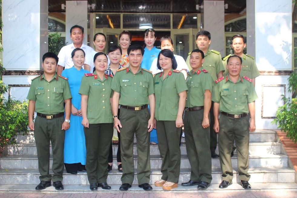 Ban Giám đốc, cán bộ, công nhân viên Nhà nghỉ dưỡng 382