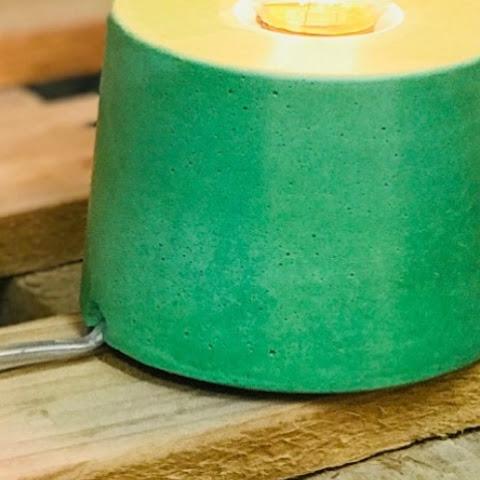 détail de fabrication sur lampe béton