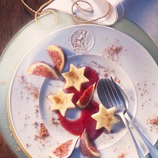 Sterne mit Feigen auf Preiselbeer-Zimt-Sauce