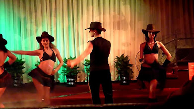 Photo: Beijing - TB dinner in russian restaurant Elephant, dance show, screenshots from video, the sexiest cowgirls performance