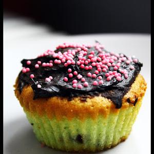 Pistachio-Chocolate Cupcakes