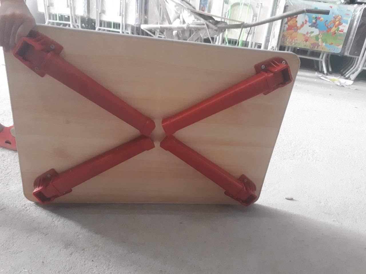 Bàn gỗ chân nhựa