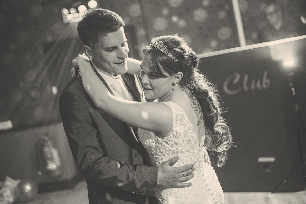 wedding-couple-first-dance