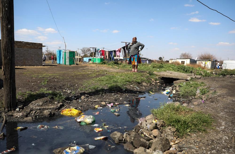 Buang Jones besoek Kliptown om skokkende lewensomstandighede te ondersoek - SowetanLIVE Sunday World