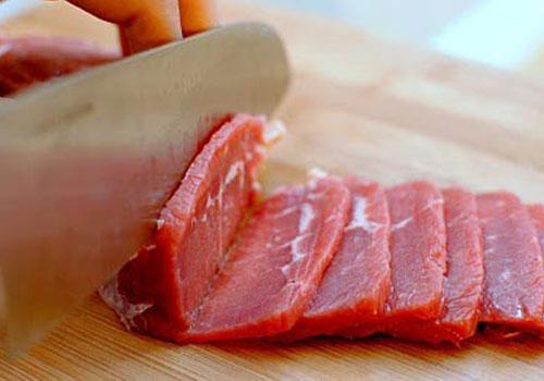 Cách thái thịt bò mỏng như tờ giấy - Gà cúng