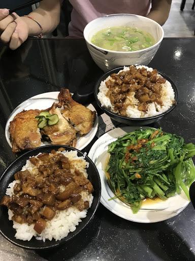 滷肉飯好吃!可惜雞腿偏柴炸太乾了~不過裝潢不錯乾淨整潔,小菜都還不錯~