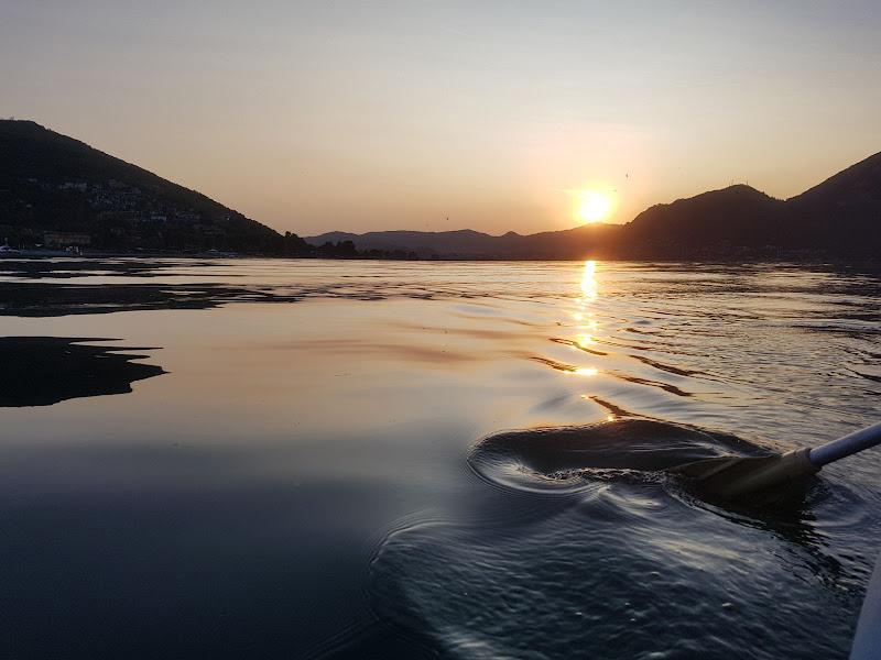 Fuga al tramonto con il kayak. di paolacontest