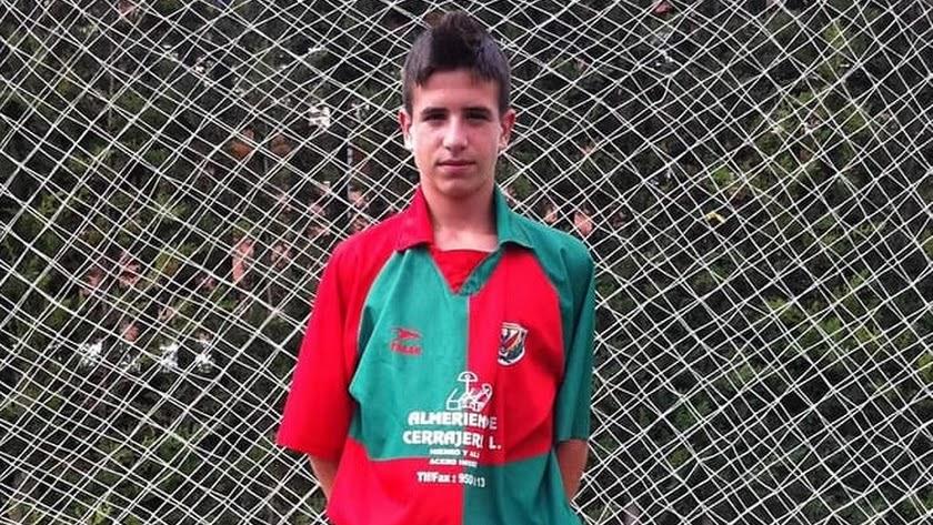 Cristóbal Rodríguez, orgulloso con los colores de la UD Pavía.