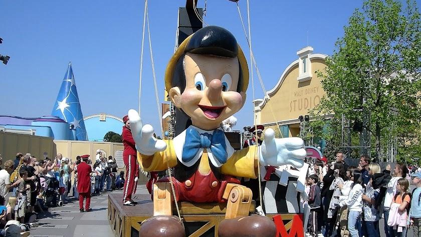 El SAE informa sobre varias ofertas de empleo en Disneyland París.