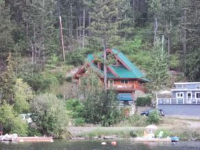 Photo: Took some random photos of the houses along the shore.