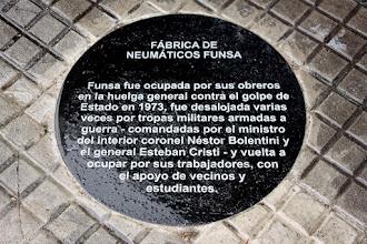 Photo: Marcas de la Memoria (13) Fábrica de Neumáticos FUNSA, centro de la resistencia. Camino Corrales 3076 (esq. Suñer y Capdevila). Placa conmemorativa.