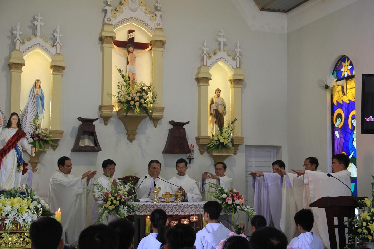Giáo xứ Ngạn Sơn: Thánh lễ Bổn mạng và Làm phép Nhà mới - Ảnh minh hoạ 17