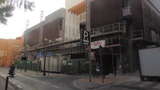 Situación actual de la fachada del edificio de la Gerencia de Urbanismo que está en construcción en la Plaza Marín.