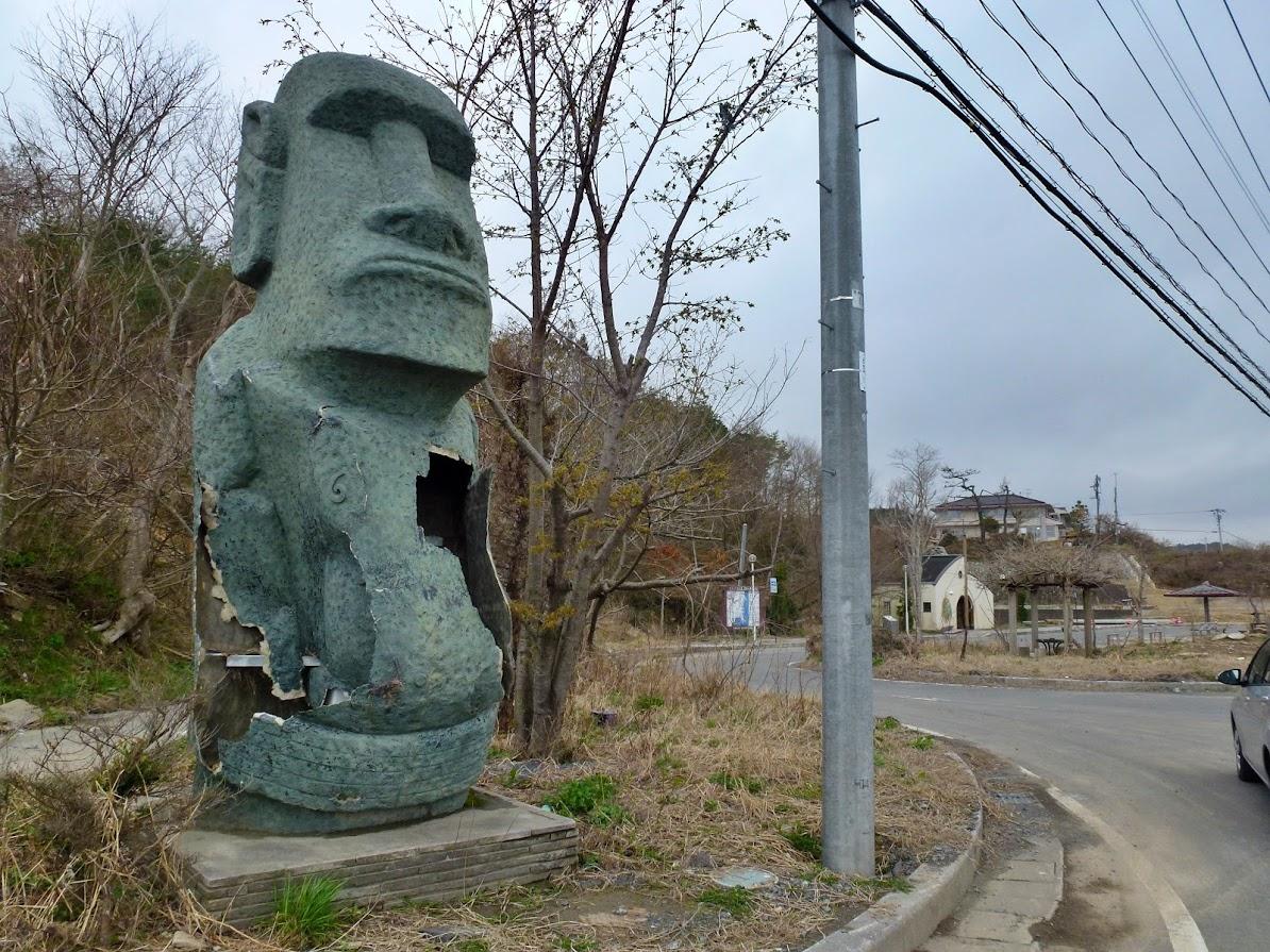 戸倉地区・さわやか公園のモアイ像