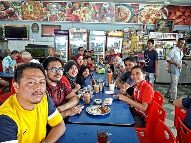 Reward bersarapan di kedai mamak bersama public gold supporter